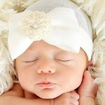 Newborn babymutsje strik met parel